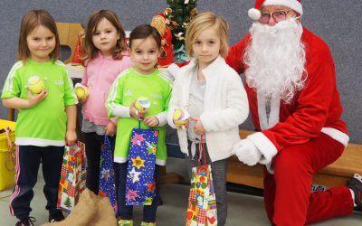Weihnachtsmann besucht unsere KiGa-Tennis Kids